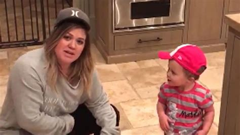 Kelly Clarkson Shares Sweet Shot of Daughter River Rose
