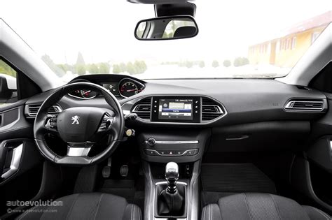 2015 PEUGEOT 308 Review - autoevolution