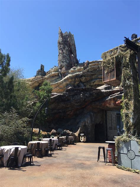 125+ Galaxy's Edge Images Take You Inside Disneyland's